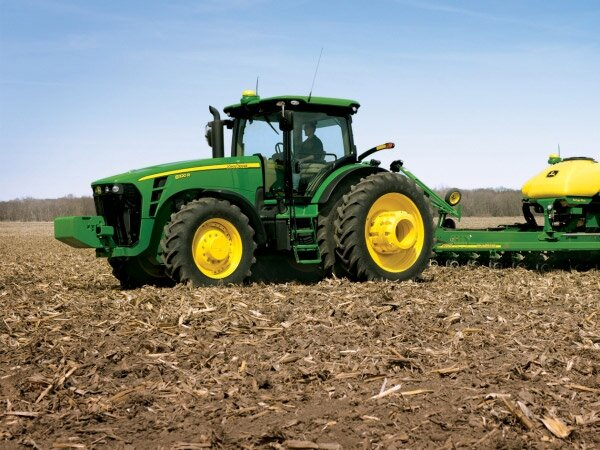 Equipamentos agrícolas e tratores